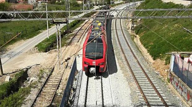 Železnički saobraćaj kod Paraćina u prekidu: Voz naleteo na prazan automobil
