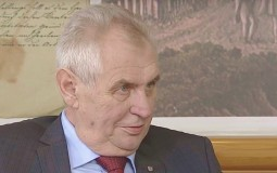 Zeman kazao da je pozvao novinare da od njih napravi budale, spalio crvene gaće