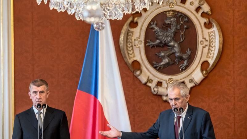 Zeman optužio demonstrante da su protiv izbora u Češkoj
