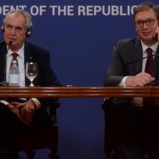 Zeman potpuno oduševio Vučića: Češki predsednik mu darovao DVA POKLONA koja on nikako nije očekivao! (FOTO)