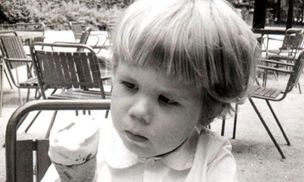 Znate li ko je dečak sa slike? Počeo je da glumi sa TRI godine, a tata i tetka su mu naši najpoznatiji glumci