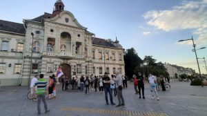 Večeras protestuju Zrenjaninci i Nišlije (FOTO/VIDEO)