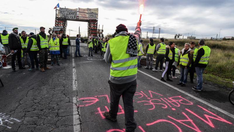 Žuti prsluci zavladali ulicama Pariza