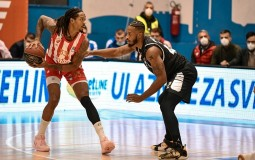 Zvezda pobedila Partizan u košarkaškom derbiju