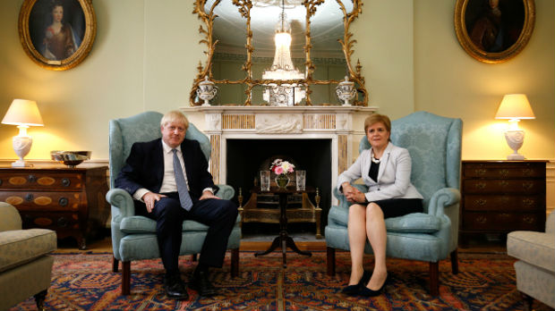 Zvižduci za Džonsona, premijerka Škotske mu ne veruje