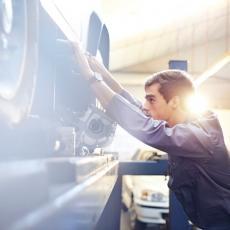 Zvukovi, mirisi, fleke i ostale pojave kojima vaš auto želi da vam poruči da nešto nije u redu