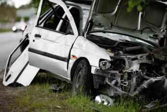 Automobilom u šleper, vozač na mestu mrtav!