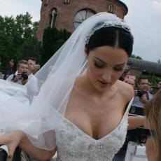 BRENA POBESNELA NA PRIJU I FILIPA: Trudna pevačica i njen suprug u OVOM problemu!