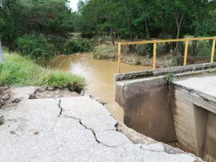 Blato i mulj u aleksinačkim selima, meštani blokirali put
