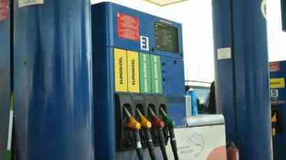 Cena nafte pada, a u Srbiji gorivo skuplje