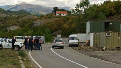DA LI JE OVO NOVA PROVOKACIJA KOD JARINJA: Kosovska policija postavila kontejnere, građani uznemireni