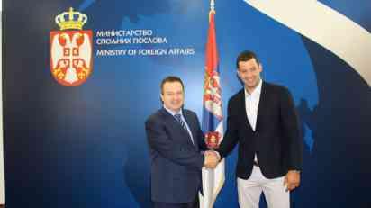 Dačić uručio diplomatski pasoš vaterpolisti Filipu Filipoviću
