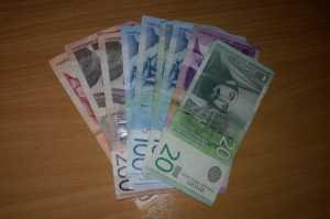 Dinar raste, kurs u ponedeljak - 119,0258