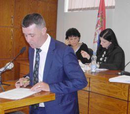 Direktorka Centra za socijalni rad bez saglasnosti ministarstva, siromašni bez pomoći, zaposleni bez plata