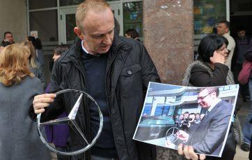 Đilas i Vesić o Mercedesu i Ikarbusu – šta je istina?