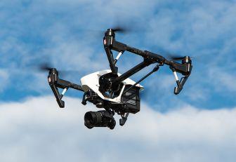 Dostava pošte u kineskom gradu – dronovima