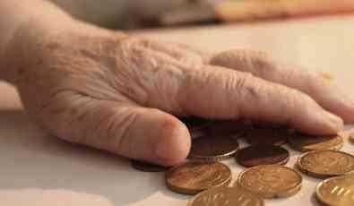 Država penzionerima uzela 612 miliona evra