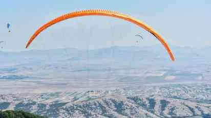 Dvoje poginulo u sudaru paraglajdista u Makedoniji