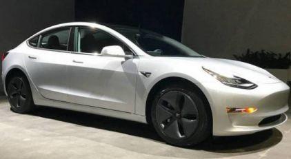 Električni Tesla Model 3 je u aprilu bio najprodavaniji automobil na britanskom tržištu