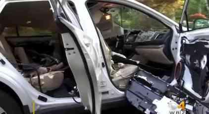 Evo šta ostane od automobila nakon što medved zaglavi u njemu