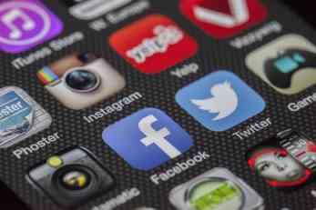 Evropska komisija nezadovoljna radom Facebooka i Twittera