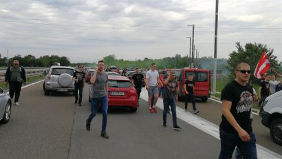 FOTO i VIDEO: Delije blokirale autoput