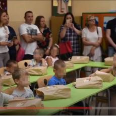 GRAD ODREŠIO KESU: Lokalna samouprava u Pirotu darivala đake prvake sa 10.000 dinara