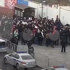 HAOS ISPRED FRANCUSKE AMBASADE U MOSKVI: Policija morala hitno da reaguje! (VIDEO)