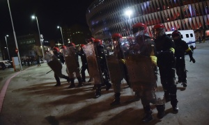 Haos na ulicama, opšta tuča navijača, ima mrtvih i povređenih (FOTO+VIDEO)