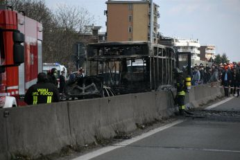 Incident: Vozač koji je prevozio decu zapalio autobus