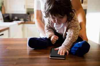JAVNOST PODELJENA: Ova aplikacija vam omogućava da TAJNO PRATITE vaše dete na svakom koraku