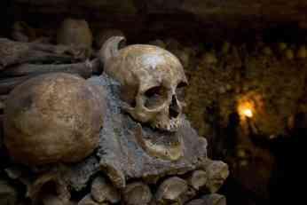 JEZIVE TAJNE GRADA SVETLOSTI: U podzemnim prolazima Pariza krije se 6 MILIONA ljudskih kostura, šokiraće vas zašto! (FOTO)