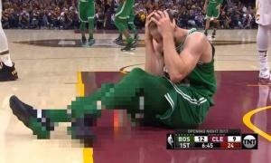 Jeziva povreda prve večeri nove NBA sezone: Šampion je izgubio od Hjustona, Klivlend je pobedio Boston, ali nikom nije bilo do košarke (UZNEMIRUJUĆI VIDEO)