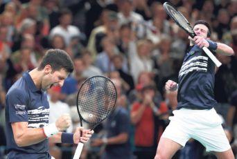 KLADIONICE VERUJU U NOVAKA: Đoković će da ispraši Federera! Švajcarac večeras završava sezonu (FOTO)