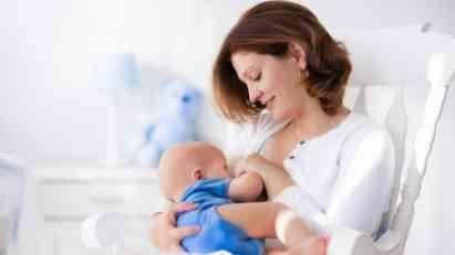 Kako beba bira omiljenu dojku