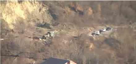 Kolona Kforovih vozila na severu Kosova, nose opremu za blokade