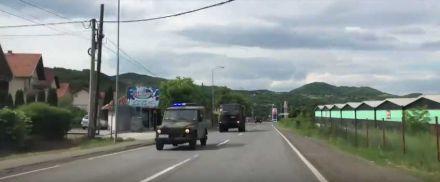 Kolona Vojske Srbije koja je izašla iz kasarne u Kraljevu tokom tenzija na Kosovu