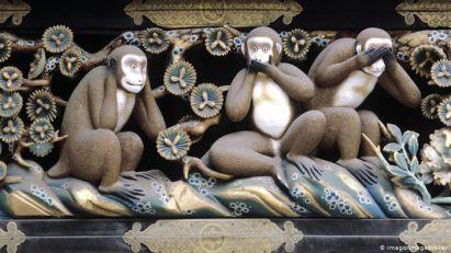 Kurc kao tri majmuna