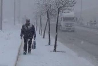 LUDO VREME U POZNATOM TURSKOM LETOVALIŠTU: Za samo nekoliko sati temperatura sa 20 stepeni pala na -5, pao i sneg! (VIDEO)