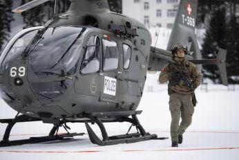 Licemeri: Pričaju o klimi, zakupili 1.500 letova, helikopterima u Alpe