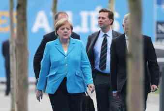 MERKELOVA PODLEGLA TRAMPOVIM PRITISCIMA: Nemačka mora da uradi više za NATO