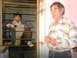 Mladić kog je otac držao u kavezu jer je agresivan prebačen u bolnicu