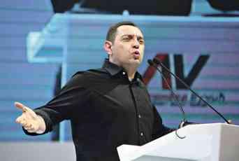 NE STIŠAVA SE AFERA VULINOVA TETKA: Ministra tužilaštvo pustilo da mulja