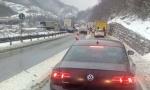 NESREĆA KOD SARAJEVSKOG MOSTA: Sudar kamiona i automobila, troje povređeno (FOTO)