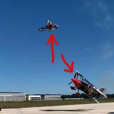 NESTVARNO! Tip je motociklom PRELETEO preko aviona u letu! (VIDEO)