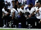 NFL u inat Trampu  crnci kleče, dok belci stoje