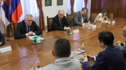 Nikolić i Li sa predstavnicima kineske kompanije