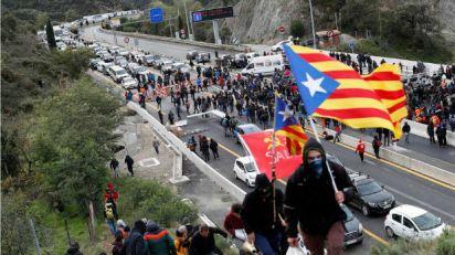 Novi protesti u Kataloniji, blokiran auto-put