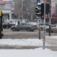 Obavezna ZIMSKA OPREMA: U delovima Srbije LED NA KOLOVOZU!