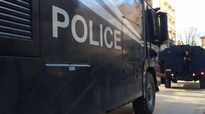 PUCNJAVA U LEPOSAVIĆU: Pokušaj bekstva, pogranična policija takozvanog Kosova pucala u kombi vozilo kragujevačkih registracija